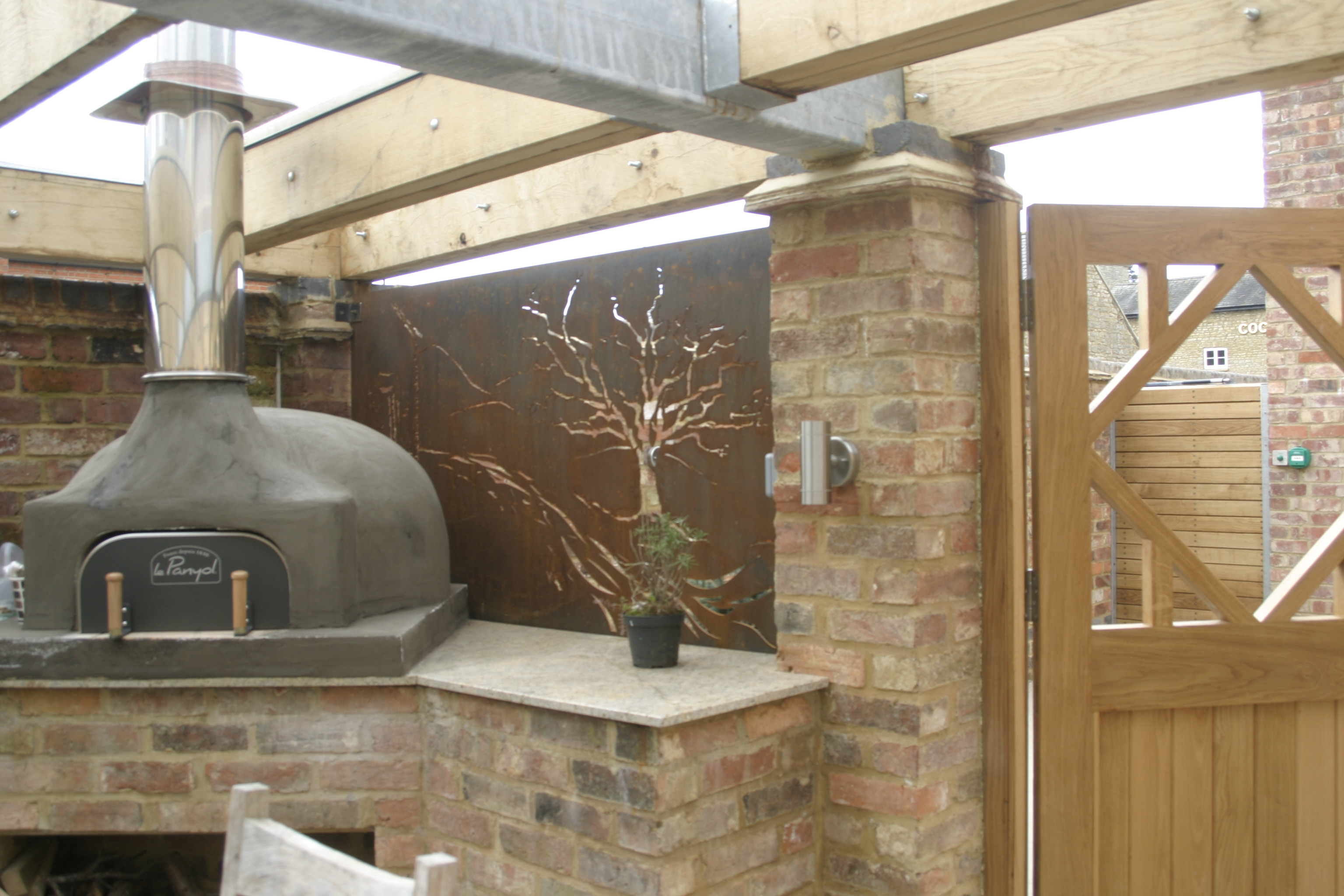 Connollys_Corten_screen.